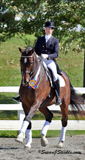 Barbara Strawson competing in dressage